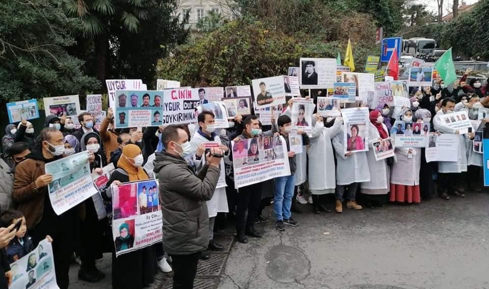 Turkey-based Relatives of Uyghur Detainees Pause Protests After Chinese Consulate Accepts Demands